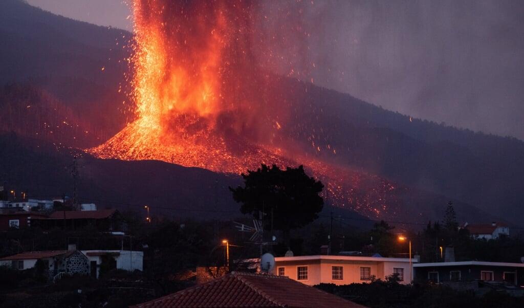 De Cumbre Vieja-vulkaan op La Palma.  (beeld epa / Carlos de Saa)