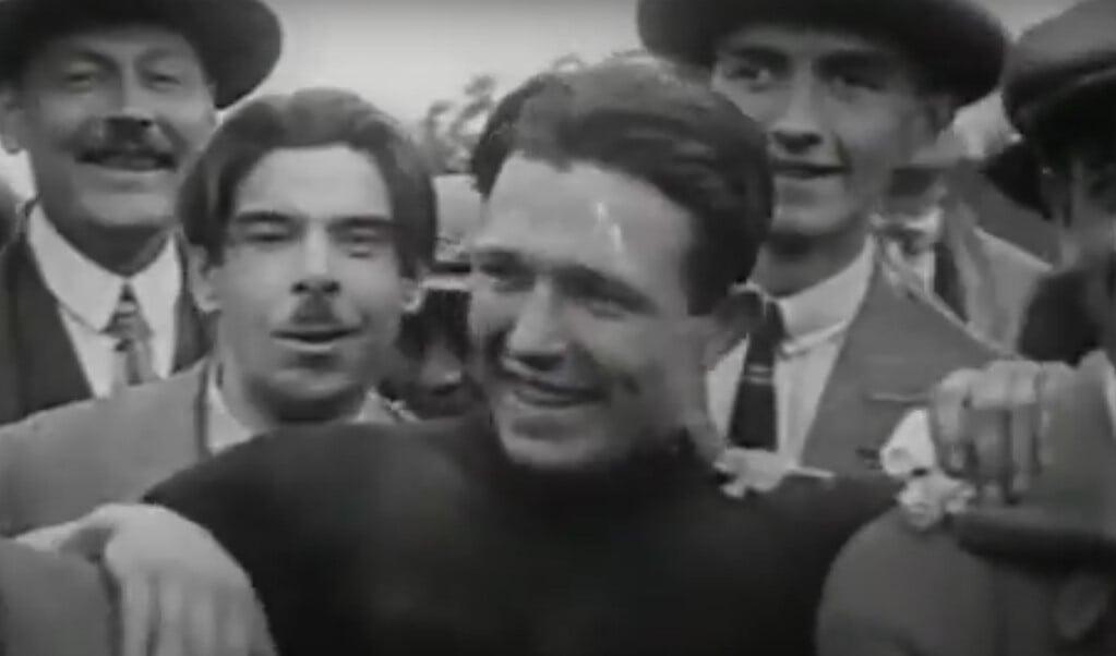 De 23-jarige Belg Rik Hoevenaers is blij na zijn overwinning  (beeld CODA Apeldoorn)