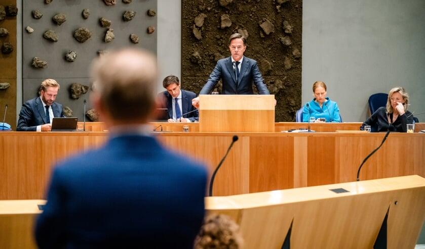 Verhoging zorgsalarissen pakt anders uit dan Rutte dacht: oppositie boos over verhoging premies