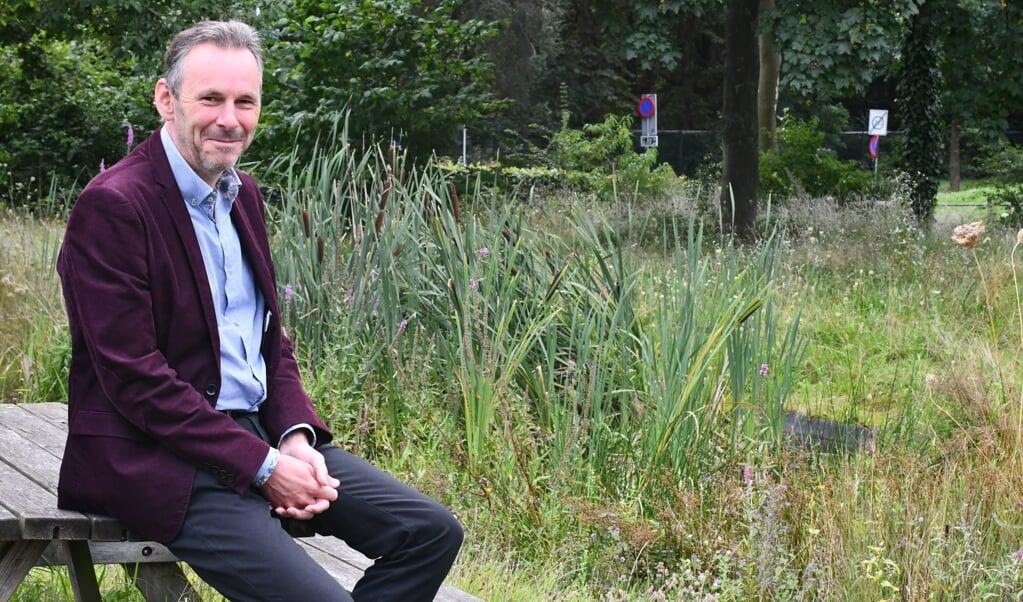 Rob van Westrienen in de natuurtuin van RAVON FLORON 'Ik wil Nederland mooier en duurzamer maken.'  (beeld Theo Haerkens)