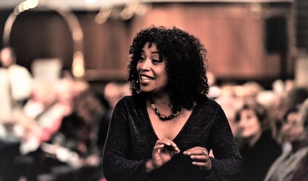 Monica Akihary  (beeld Tessa Veldhorst / Schaapjesfabriek)