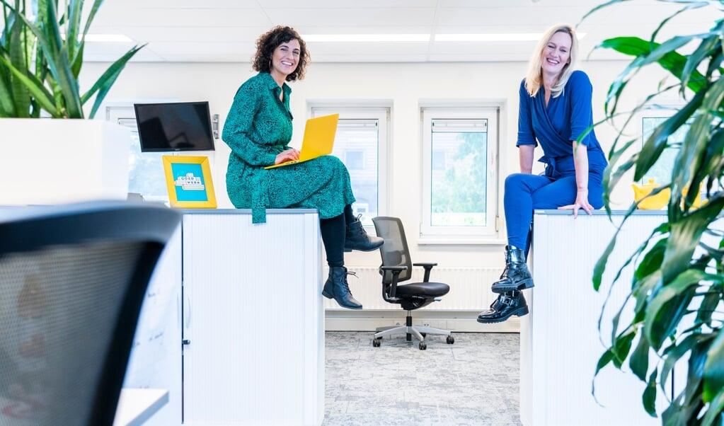 Margje Fikse (links) presenteert het tweede seizoen van Goed werk, Japke-d. Bouma is tafeldame.  (beeld Jeroen Jumelet)