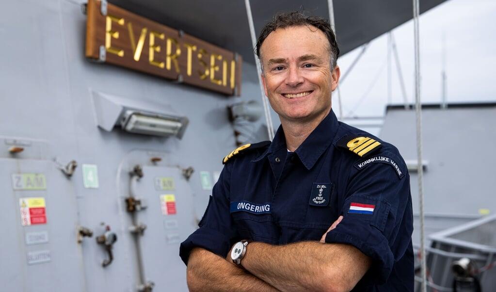Kapitein-luitenant ter zee Rick Ongering is commandant van Zr.Ms. Evertsen, momenteel in de Filipijnse Zee.  (beeld koninklijke marine)