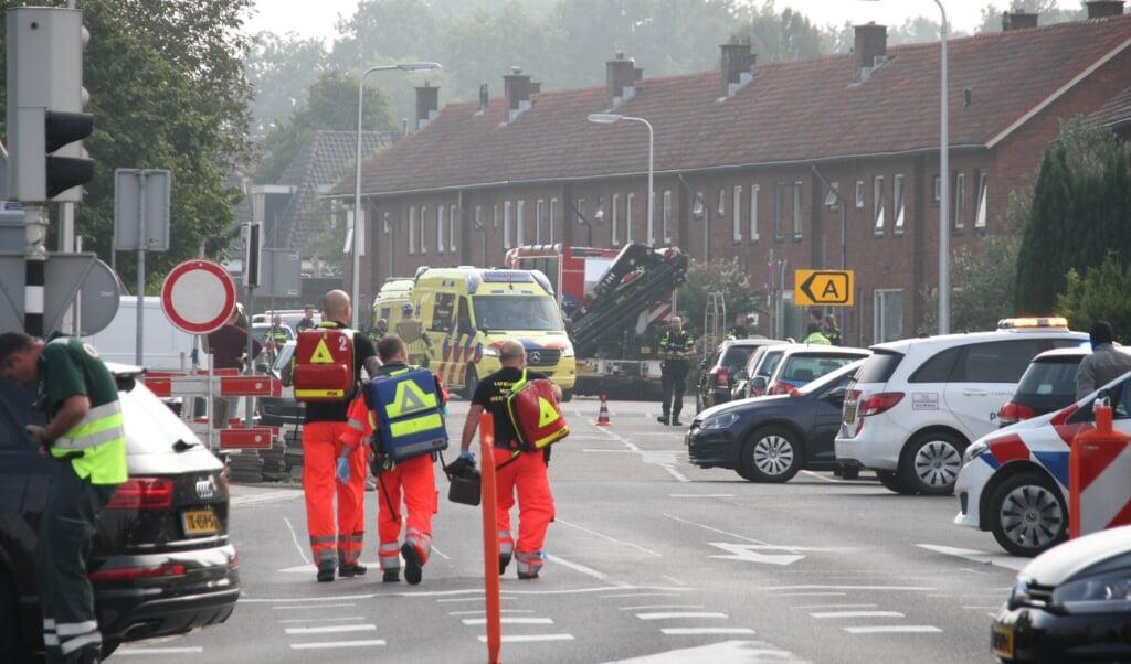 Bij het steekincident vrijdag in het Overijsselse Almelo zijn twee mensen om het leven gekomen. Een derde slachtoffer raakte gewond. De politie heeft een verdachte aangehouden, die eveneens gewond is geraakt.   (beeld anp / News United)