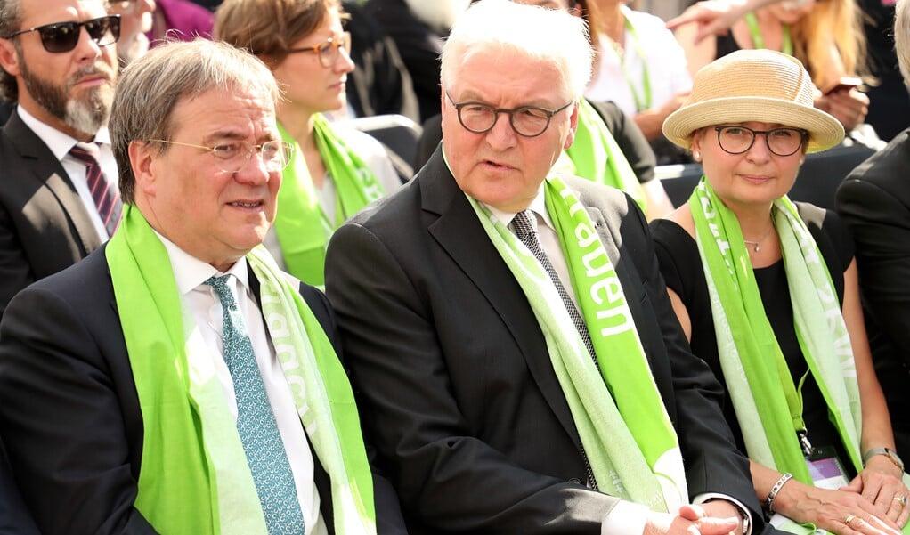 De christendemocratische lijsttrekker bij de bondsdagverkiezingen, de katholieke Armin Laschet (links), was in 2019 samen met de Duitse president Frank-Walter Seinmeier (midden) te gast bij de protestantse Evangelische Kirchentag.   (beeld Epa / Friedemann Vogel)