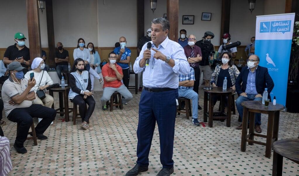 Aziz Akhannouch op campagne in Rabat. Zijn partij werd bij de verkiezingen in Marokko op 8 september de grootste en de miljonair-zakenman is inmiddels premier.  (beeld afp / Fadel Senna)