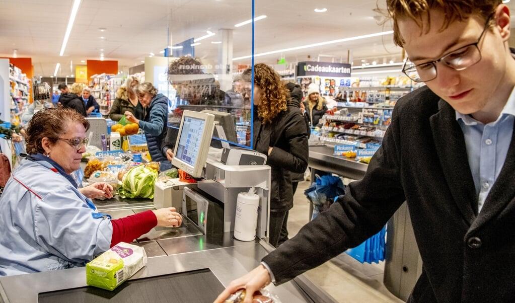 Is het eten bedorven als je twee minuten moet wachten bij de kassa?  (beeld anp / Robin Utrecht)