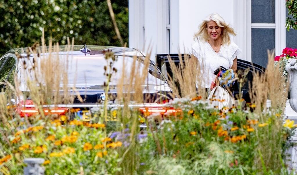 Demissionair Staatssecretaris Mona Keijzer bij aankomst van het catshuisberaad over de coronamaatregelen op 12 september.  (beeld anp / Robin Utrecht)