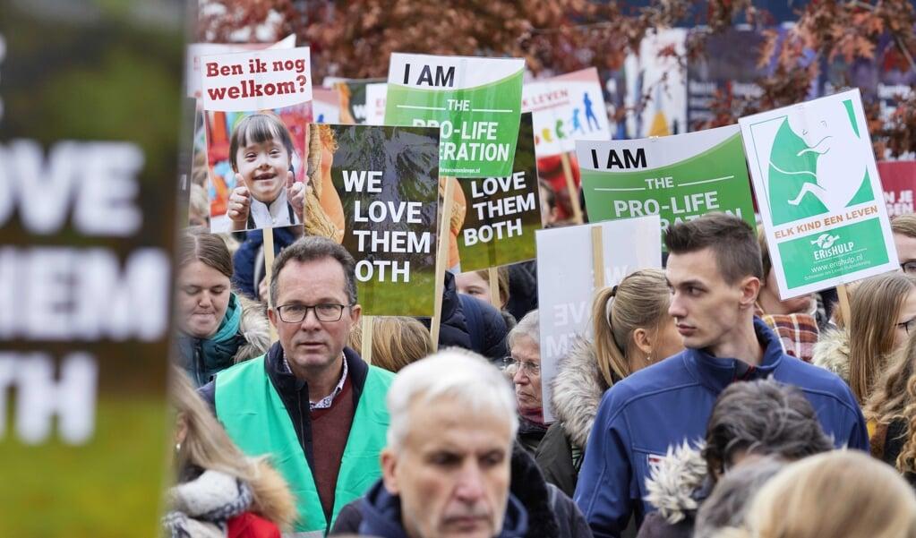 Een mars van stichting Schreeuw om Leven in 2019.  (beeld epa / Jaco Klamer)