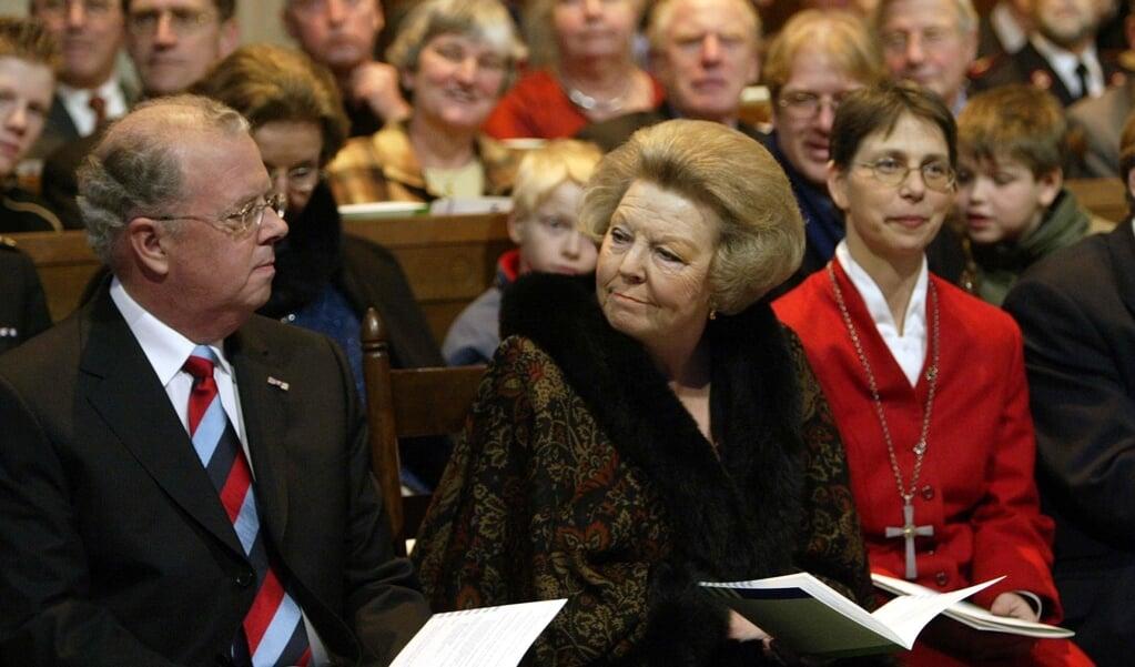 Koningin Beatrix (m) woonde op 12 december 2003 in de Domkerk in Utrecht de kerkdienst bij ter gelegenheid van de eerder op de dag beklonken kerkfusie van hervormden, gereformeerden en lutheranen tot de Protestantse Kerk in Nederland.  (beeld anp / Marcel Antonisse)