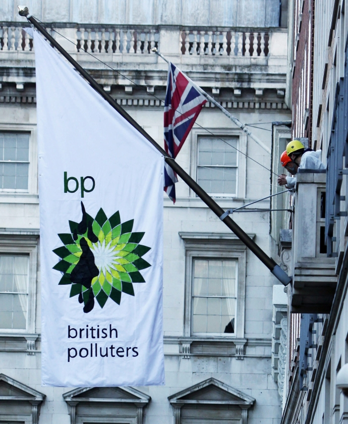 BP stort 20 miljard in noodfonds olieramp