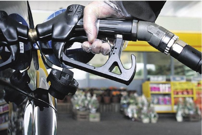 De pomphouder wordt niet vrolijk van de benzineprijs