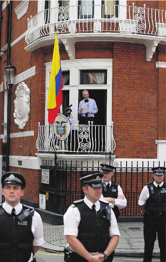 Mededogen Ecuador voor Assange is schone schijn