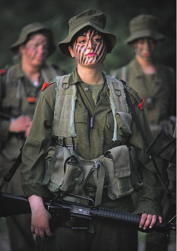 Vrouwelijke commandant bij de Jaffapoort
