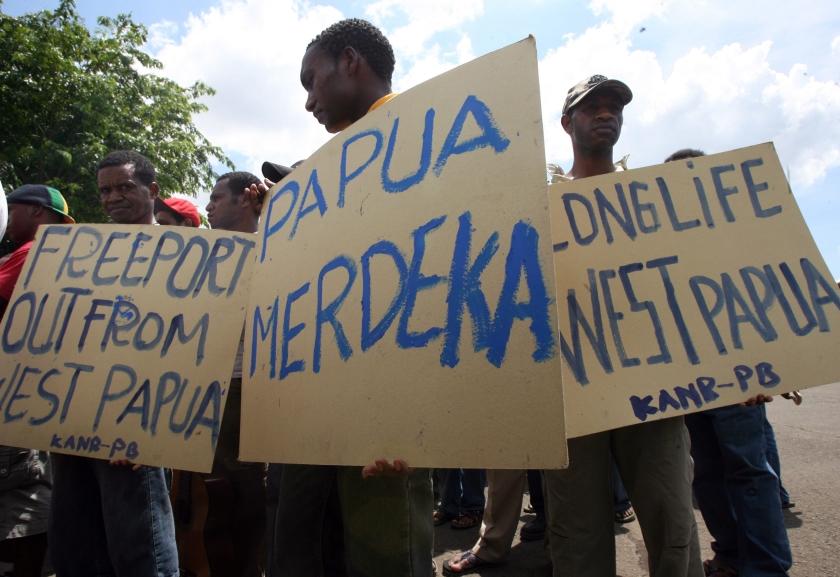 Dertig Papoeas voor vlaggen opgepakt