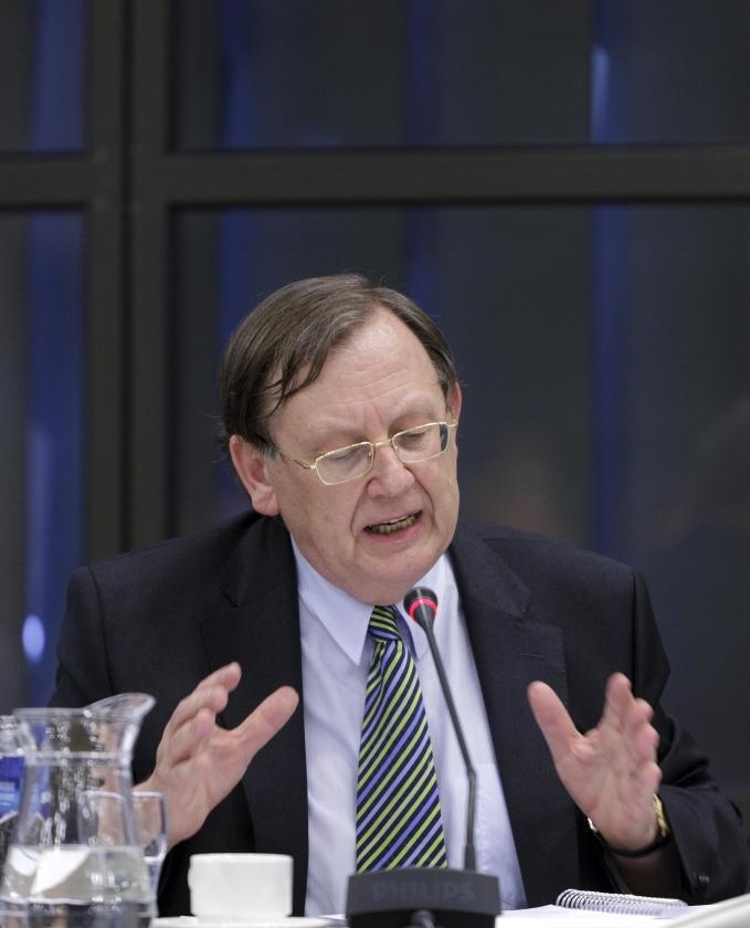 Wellink: twijfel over bezuinigingen ambtenaren