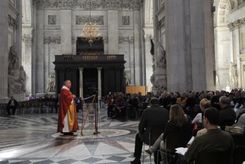 Deken van St Pauls vertrekt om Occupy