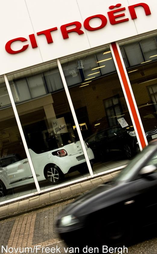 Verkoop van personenautos flink omlaag