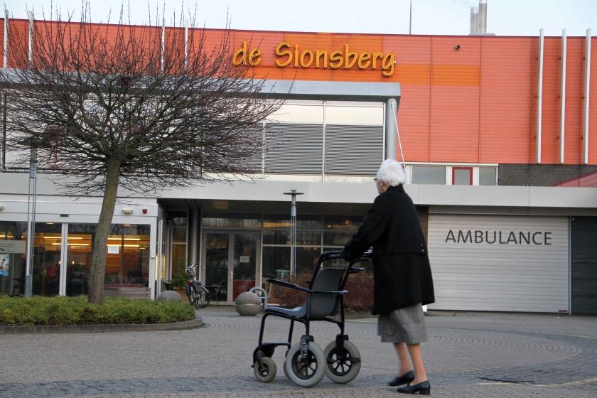 Schippers wacht overleg af over Sionsberg in Dokkum