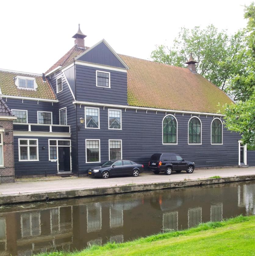 De schuurkerk in Zaandam, met een antiek orgel, is een rijksmonument.   (nd)