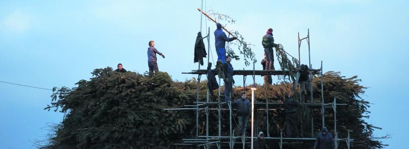beeld novum / Bert Kamp In Espelo en Dijkerhoek (gemeente Rijssen-Holten) wordt weer de jaarlijkse strijd geleverd: wie slaagt erin d..  (novum / Bert Kamp)