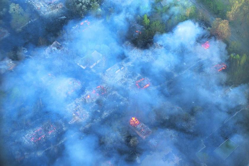 Brand rond kerncentrale Tsjernobyl onder controle  (ap / Andrew Kravchenko)