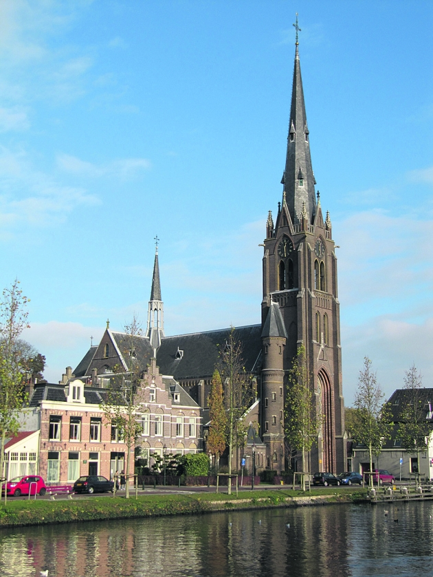 Kerk lokaal: Weesp discussieert over sloop Laurentiuskerk