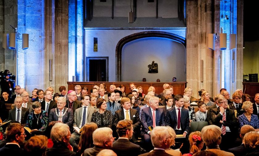 Koning Willem-Alexander woonde de landelijke viering van 500 jaar Reformatie bij in de Domkerk.  (anp / Robin van Lonkhuijsen)
