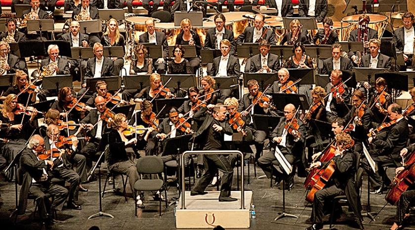 Het Rotterdams Philharmonisch Orkest, hier in concertzaal De Doelen, nodigt stadsbewoners uit voor gratis concerten.  (wikimedia)