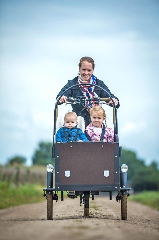Adrianne Hooimeijer met haar twee kinderen.   (Carel Schutte)