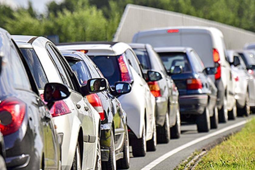 Meer asfalt, toch worden files alleen maar langer  (anp / Robin Utrecht)