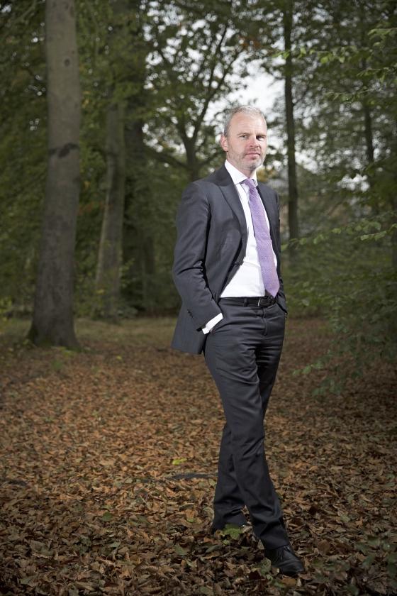 Eric Holterhues: Van priester tot bankier  (Jeroen Jumelet)