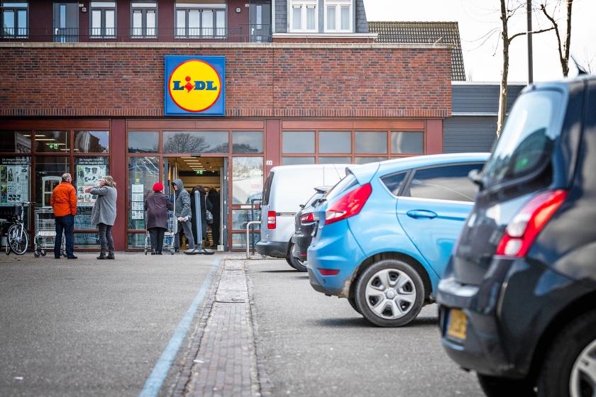 Baby Hannah werd door haar ouders meegegrist op de parkeerplaats van de Lidl in Eersel.  (anp / Rob Engelaar)