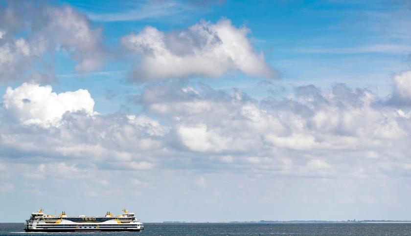 Het nieuwe vlaggenschip 'Texelstroom' van rederij TESO gaat vanaf eind juli de verbinding tussen Den Helder en het Waddeneiland Texel onderhouden. Het woensdag gepresenteerde schip is zuiniger en schoner dan zijn voorgangers. <  (anp / Koen van Weel)