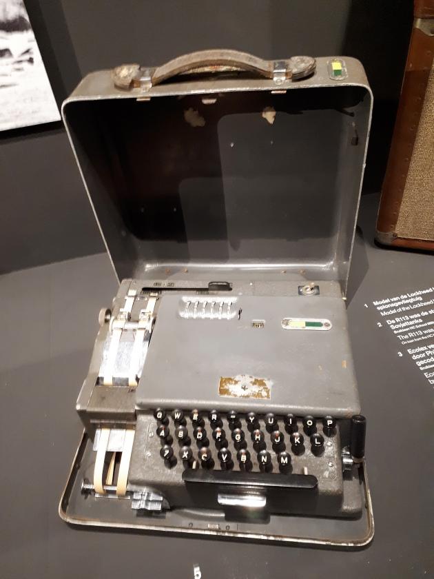De BM 38 vercijfertypemachine.   (nd)