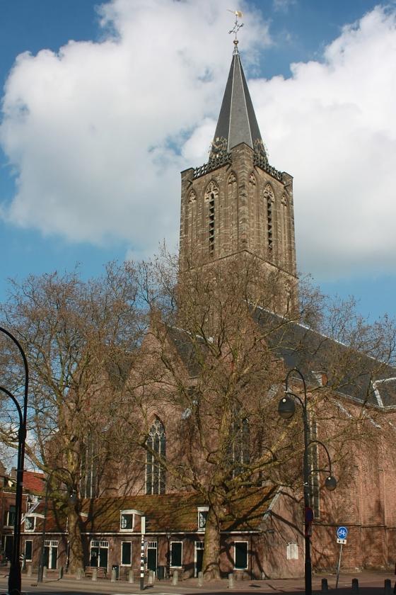 De Jacobikerk in Utrecht. Na de storm van 1674 miste de toren bijna drie eeuwen lang een spits.   (wikimedia commons)