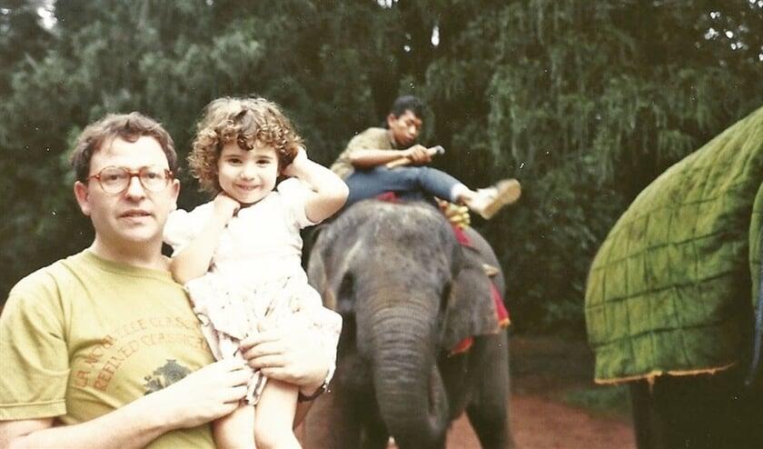 'Samen met mijn vader in 1989 op vakantie in Indonesië.  Daar woonde zijn broer toen
