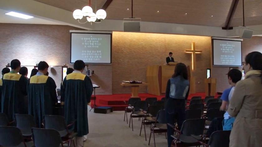 De Koreaanse Kerk in Rotterdam vierde zondag haar 25-jarig jubileum met een avondmaalsdienst.  (youtube)