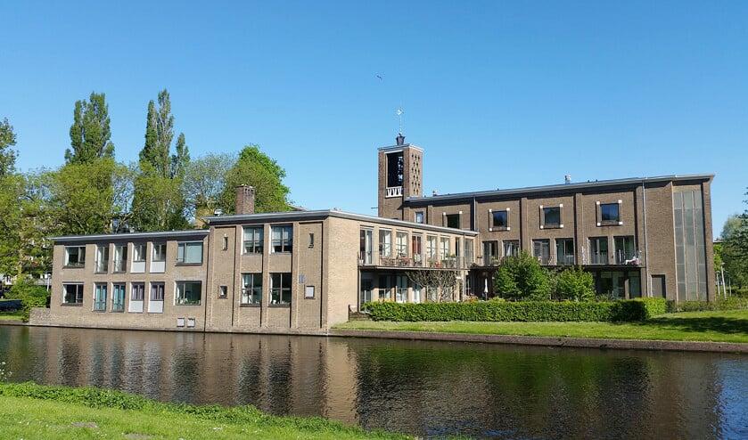 De lutherse Augustanakerk in Amsterdam is omgebouwd tot zestien sociale huurwoningen voor ouderen en jongeren.  (wikimedia)