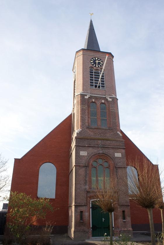 De nieuwe dorpskerk van Hoek lijkt vanbuiten sprekend op de oude, maar is vanbinnen strak en modern.   (ginopress)