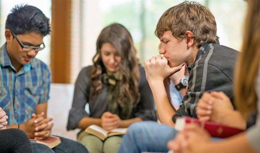 Het onderzoek ging onder meer over bidden op school.  (istock)