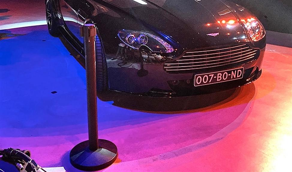 De legendarische Aston Martin van agent 007.  (nd)
