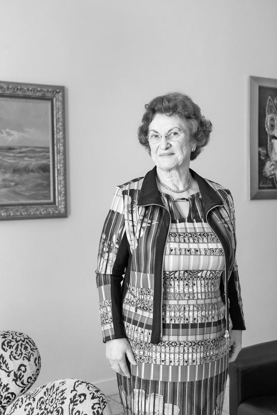 Marjo Vreekamp heeft in de afscheidsdienst haar huwelijk teruggegeven aan God.  (Dick Vos)