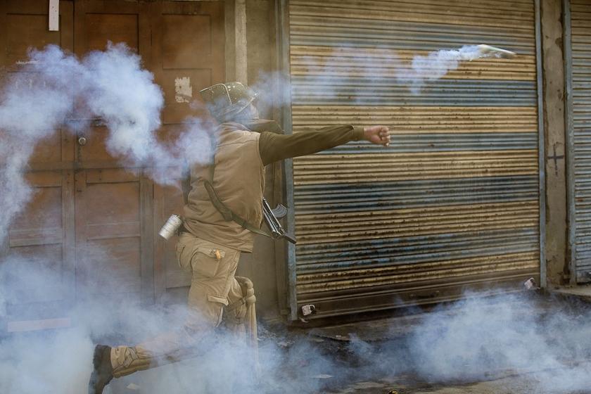 Onrust Kashmir na dood leider terreurgroep  (ap Dar Yasin)