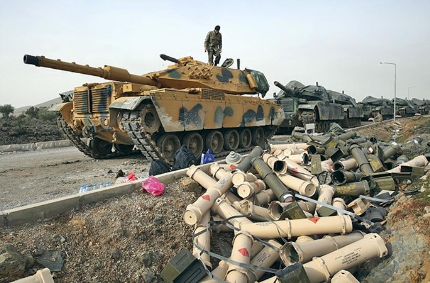 Een Duitse Leopard-2 tank.  (ap / Mindaugas Kulbis)