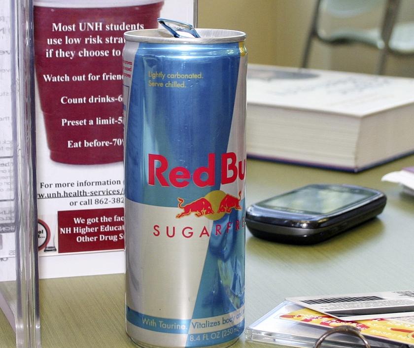 Vooral Red Bull steekt enorm veel tijd en geld in de promotie van zijn energiedrank via topsport.  (ap / Holly Ramer)