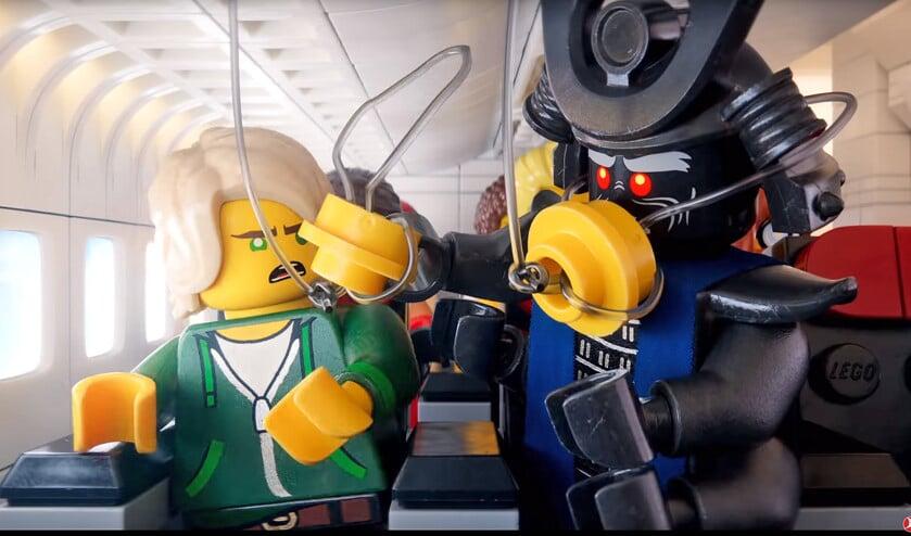 Turkish Airlines en filmmaatschappij Warner Bros maakten met drie miljoen legoblokjes drie verschillende filmpjes met veiligheidsinstructies.  (youtube)