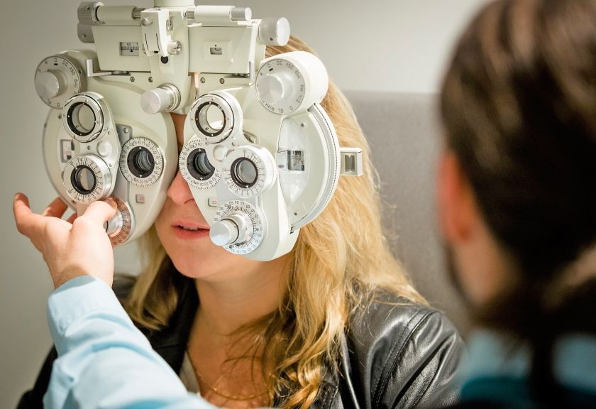 Een bedenkelijke ontwikkeling is dat verzekeraars de vrijheid beperken waar je een bril koopt, dan wel het merk dat je graag wilt hebben.  (anp)