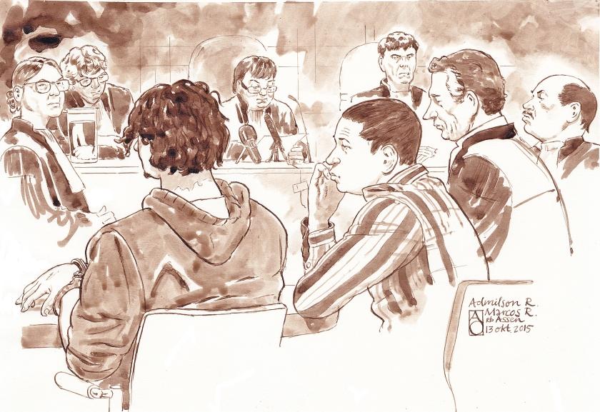 Justitie eiste vorig jaar levenslang in een moordzaak tegen twee broers (links voor op de rug en van opzij gezien), maar de rechtbank in Assen vond die straf niet humaan en maakte er dertig jaar celstraf van.  (anp / Aloys Oosterwijk)