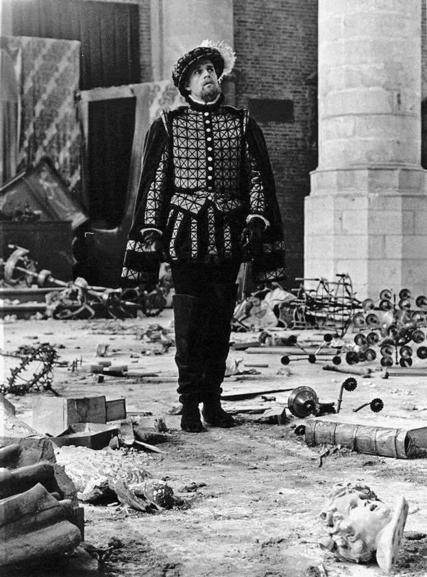 Acteur Jeroen Krabbé in de televisieserie 'De Beeldenstorm' (1984). Het heeft er veel van weg dat er in Nederland opnieuw een beeldenstorm aan de gang is. Moet onze geschiedenis postuum heel zuiver en clean zijn?  (anp)
